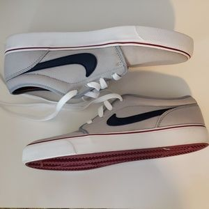 NWOB Nike Gray Canvas Skater Sneakers Size 8.5